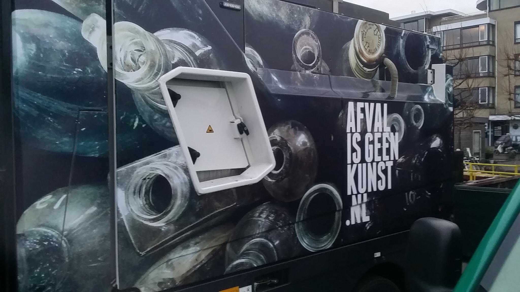 Afval is geen kunst.nl veegwagen voorzien van print